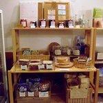 カフェ&レストラン バーチ - 手作り食品、菓子など売られています