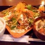 マカプウ - 本日のお魚もち粉揚 アジアンソースサラダ仕立て定食
