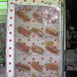 今屋のハンバーガー - 店頭に飾ってあるメニューの中から2種類を選んで自宅に買って帰りました・