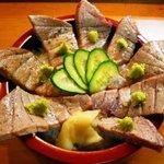 割烹 寿司魚かね - トロ炙り丼。 サビ塩味でどうぞ