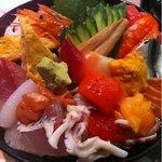 つかさ鮨 - 海鮮丼、様々な具が盛られています。