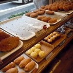 ソオカナ - 「ソオカナ」揚げパン系の陳列棚