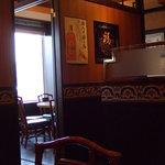飲茶 居酒屋 香港亭 - こういう奥に丸い席の個室は2つあります