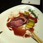 ノースセブンウメダ - 食べかけですみません(>_<)私が気に入った合鴨ローストです(^^)ネギを巻いて食べるのがまた最高(^_^)