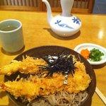 加辺屋 - 天婦羅蕎麦(温)950円