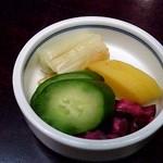 神田まつや - 料理写真:漬けものもヌカり無し、旨い漬けものです。