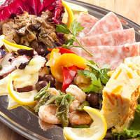 野菜は立川と栃木の農園から。新鮮な食材にこだわっています