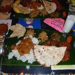 南印度ダイニング - 噂のミールス。バナナの葉をお皿にして召し上がりください。