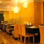 焼肉ハウス バリバリ - 昭和の香りながらきれいな店内