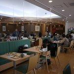 泉州やさいのビュッフェ&カフェ - 明るい店内です