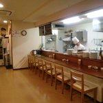 キッチン ポアレ - 厨房とカウンター