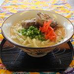 まるやす - じっくり煮込んだソーキ、つるつるもちもち自家製麺の沖縄そば