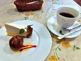 ミラベル - デザート2種の盛り合わせ & コーヒー