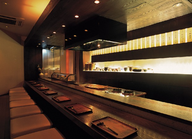https://tabelog.ssl.k-img.com/restaurant/images/Rvw/10369/10369438.jpg