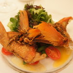 ラ・マティエール - 前菜は金目鯛のカマのポワレ・桜海老のソース★桜海老、こうばし♪