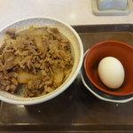 すき家 - 牛丼(並)と半熟玉子