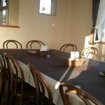 スイートコーンズ - 2階は広いテーブルも