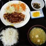 次郎長寿司 - 料理写真:「トンカツ定食」。下手なトンカツ屋のよりよっぽどうまい。600円で提供するところもスゴイ。
