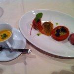 10522482 - 小さな前菜の盛り合わせとバターナッツかぼちゃのスープ