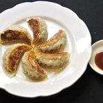 四川DINING 望蜀瀘 - 自慢の焼き餃子 日本人好みのバランスに仕立てました。