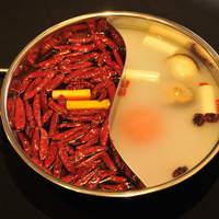 四川DINING 望蜀瀘 - 薬膳火鍋、麻辣火鍋、二色火鍋は羊・蓋・牛・鶏等から3種類、野菜類 白菜・えのき・椎茸・こんきゃく等から5種類、ゴマだれ、アイスをサービスいたします。