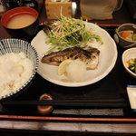 多慶家 - 日替り定食(炭焼き あじの塩焼き)