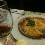 ちーず亭 - ワイン・ベーコンのピザ
