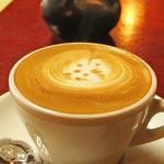 チェリーズ スプーン - カプチーノ。黒ウサギのシュガーポットとバラのコーヒースプーン。