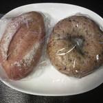 オープンオーブン - 黒ゴマベーグル(130円)&ライ麦パン(130円)