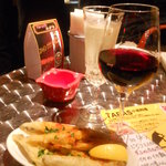 10589719 - 赤ワインとフリット