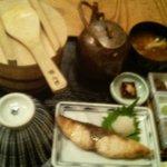 おひつ膳 田んぼ - 季節のおひつ膳(鰤の塩焼き)。ちょっとピンぼけの写真でごめんなさい。
