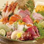 矗々家 - 【旬鮮豪華造り盛り】今朝獲れたての魚をお出ししますので仕入により内容が変わります