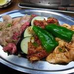 焼肉・ホルモン焼 双葉 - ミノ・タン・カルビ・ホルモン