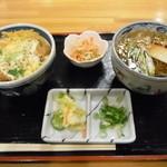 レストラン ぐん平 - ミニカツ丼とそばのセット680円 ミニといいつつかなりボリュームたっぷり