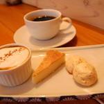 カナルデパナマ - ランチの手作りデザート手作り3種盛り。プリン、ベイクドチーズケーキ、メレンゲ。