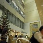 キハチカフェ - 初めて訪れる方には、この吹き抜けは、ちょっとしたサプライズ…。