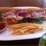 イナズマ カフェ - スモークサーモンのタルタルサンドイッチ650en