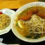 豚太郎  - 味噌カツラーメンと半チャーハン