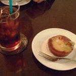 カフェ・デュ・シプレ - 洋梨のタルトとアイスコーヒー
