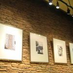 スターバックス・コーヒー - 壁に掛かったアート