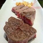 鉄板焼 むさしの 吉祥 - 神戸牛と鳥取牛のステーキ