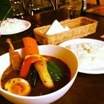 ウィザーズ - スープカレー(チキンレッグ&野菜)