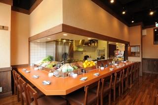 樽平 - 2階にも御座います。是非カウンター越しで、目の前の調理をお楽しみ下さい。