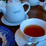 グロヴナーカフェ - ケーキセットの紅茶:ヌワラエリヤ/ポットサービスで嬉しいですよね☆