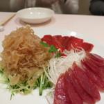 シェフス - くらげ胡瓜、赤ピーマンマリネ、上海ソーセージ