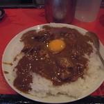 辛口料理 ハチ - カレー900円 + 卵50円