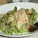 天山閣 - レタスと蒸し鶏のサラダ