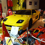メルカートロッソ - 雑貨スペースはイタ車グッズがいっぱい。