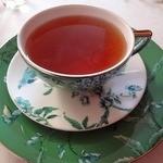 マッシモ・マリアーニ - カップもオシャレな紅茶。