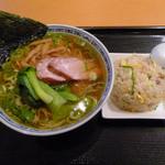 王家餃子 - ランチの「醤油ラーメン、小炒飯セット」